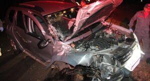 Carro perde a suspensão após colisão com caminhão na Washington Luís