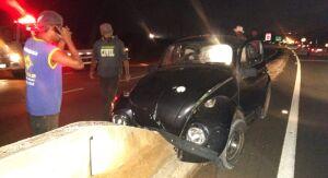 Homem fica ferido após colidir em mureta de concreto na estrada do Broa