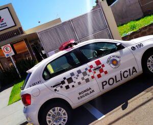 Bandido pula muro, rende idosa e assalta residência no Santa Felícia