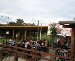 Caso São Carlos permaneça na fase amarela, bares e restaurantes poderão abrir até às 22h a partir de segunda-feira (10)