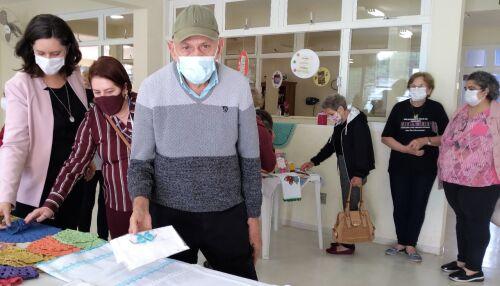 Prefeito Airton Garcia prestigia exposição de reabertura do centro de referência do idoso