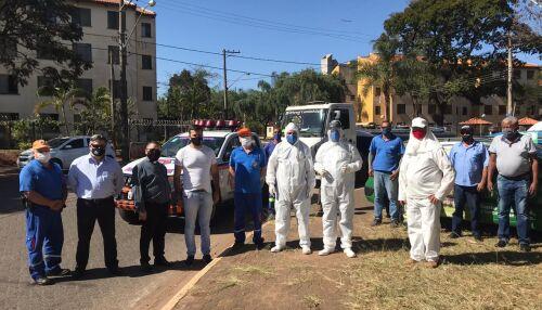 Vereador Rodson acompanha os trabalhos de desinfecção do conjunto habitacional da CDHU