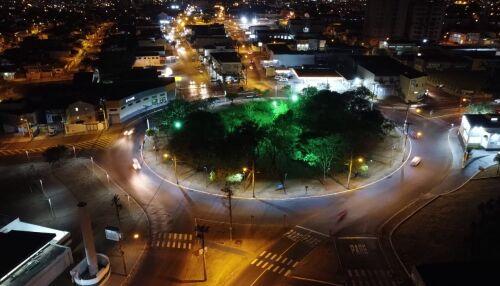 Rotatórias da Miguel Petroni recebem iluminação com lâmpadas de LED