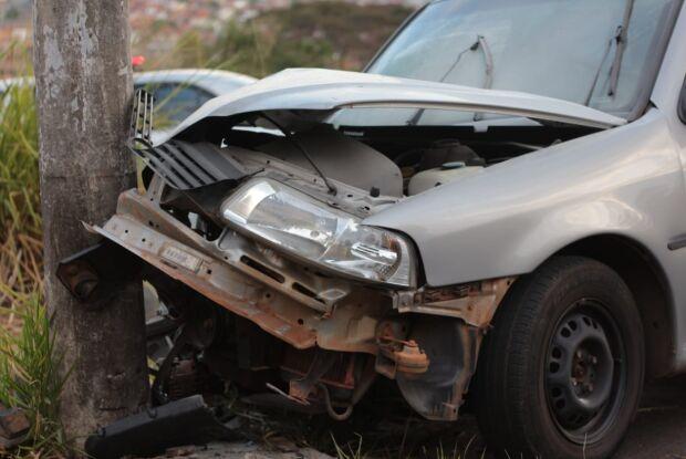Mãe e três crianças ficam feridas após colisão na Serra do Aracy