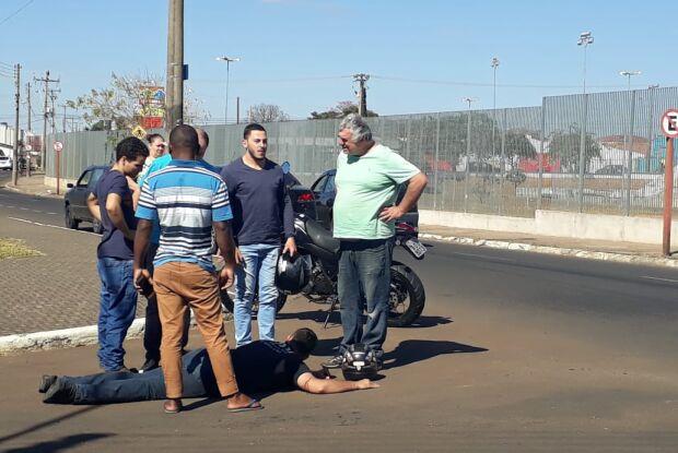 Motorista causa acidente e abandona motociclista no Santa Felícia