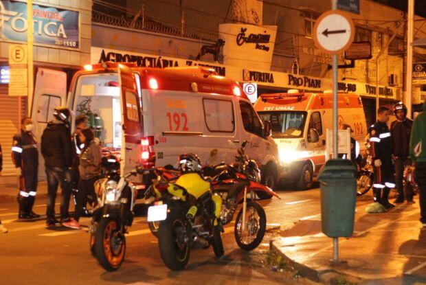 Colisão no centro deixa dois jovens feridos
