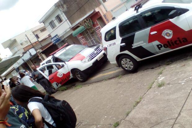 Alunos com camiseta de Bolsonaro são retirados da sala de aula no Attília Prado Margarido