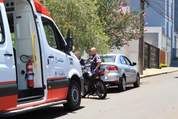 Motociclista fica ferido após colisão no Centro