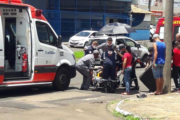 Após acidente, motociclista desliza por 10 metros, bate a cabeça em sarjeta e perde a memória