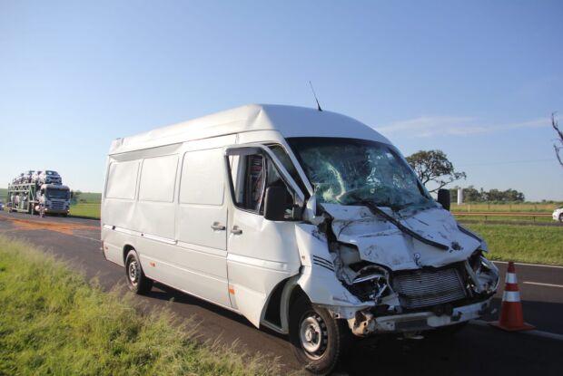 Motorista de van morre em acidente na Washington Luis