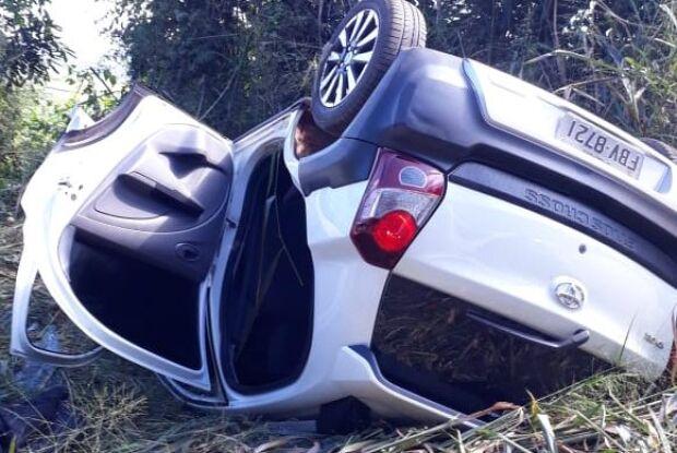 Bandidos capotam carro furtado na área rural de São Carlos