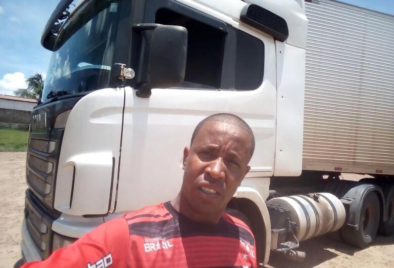 Enterrado em São Carlos corpo de caminhoneiro que sofreu acidente na região de Avaré