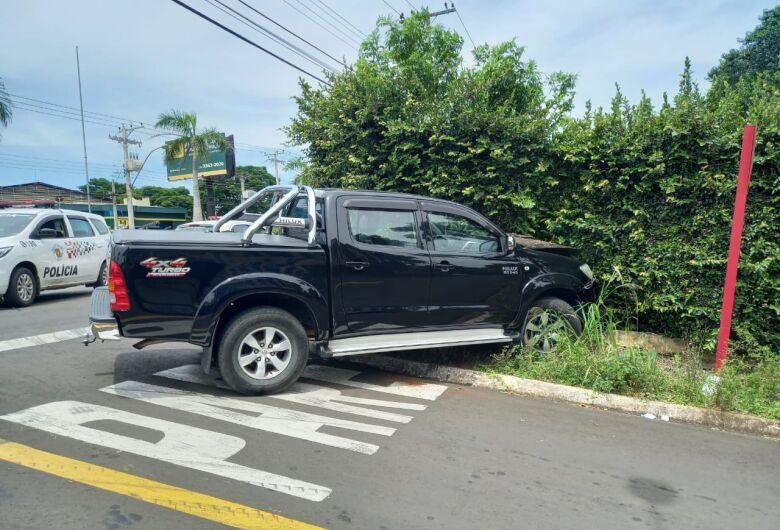 Após perseguição, homem é preso com caminhonete furtada no Jd. Novo Horizonte