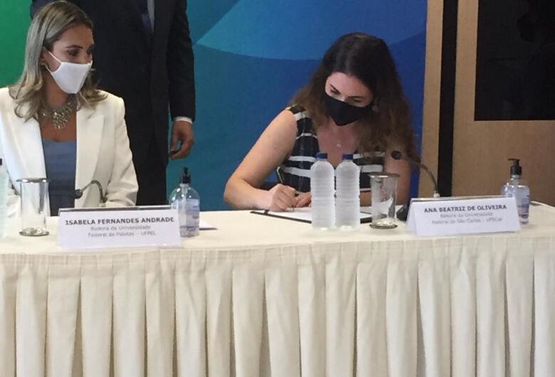 Nova Reitora da UFSCar, Ana Beatriz de Oliveira, toma posse no MEC