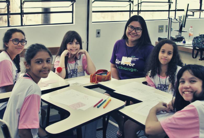 Garotas de 10 a 18 anos podem criar aplicativos e participar de desafio internacional