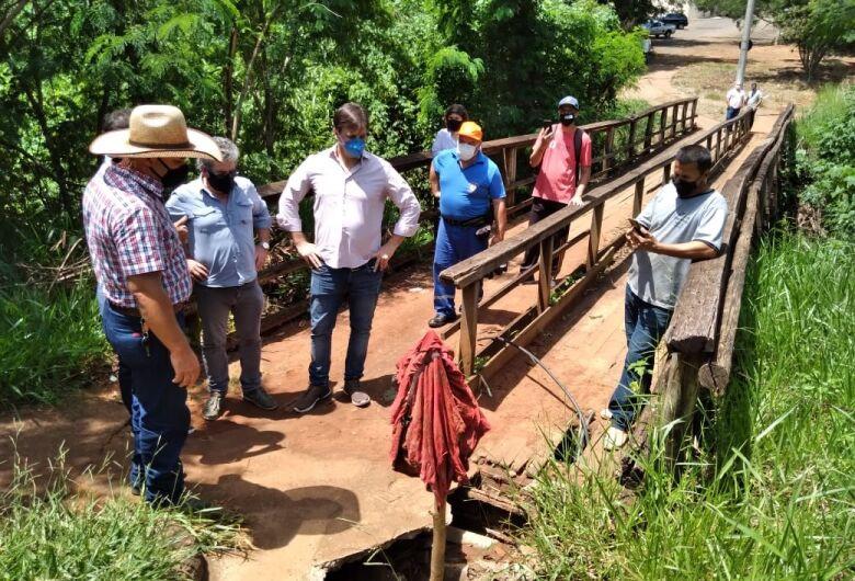 Vereador Bira cobra conserto de ponte no bairro Cidade Aracy