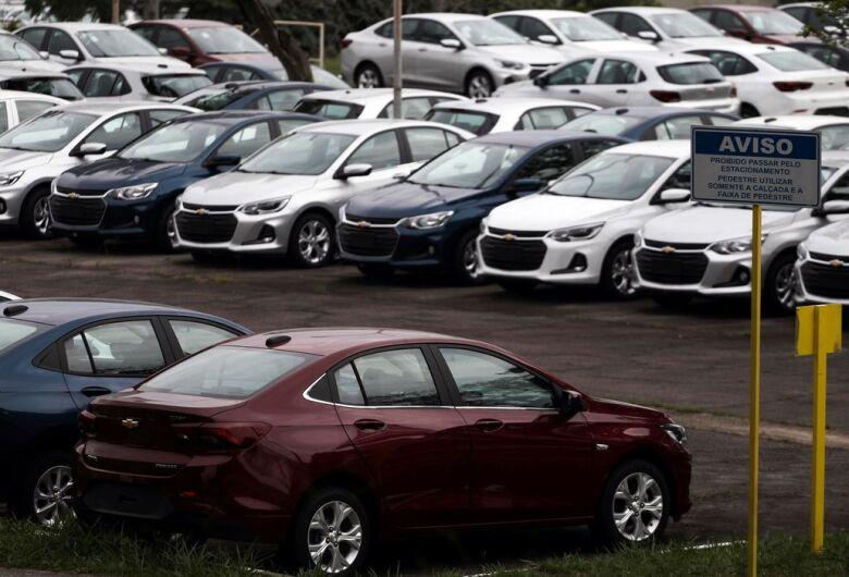 Licenciamento de carro novo fica 40,4% mais caro a partir desta sexta-feira (15)