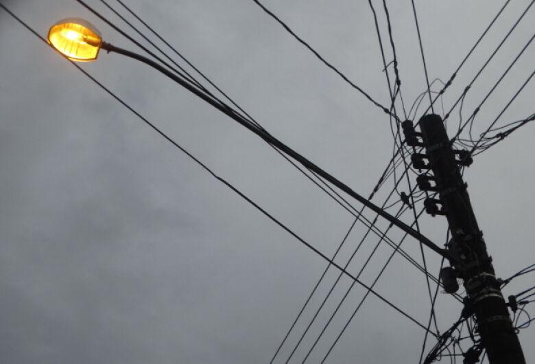 Picos de energia elétrica provocam prejuízos para moradores no Itamaraty