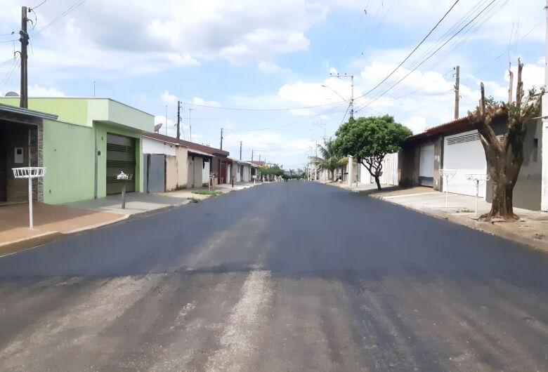 Prefeitura de Ibaté pavimenta via que liga bairros Popular e São Benedito