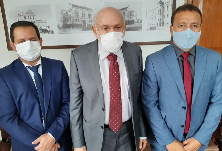 Presidente da Câmara Roselei Françoso recebe visita de Airton e Edson Ferraz