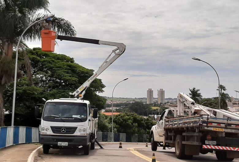 """Prefeitura conclui iluminação do pontilhão """"4 de novembro"""""""