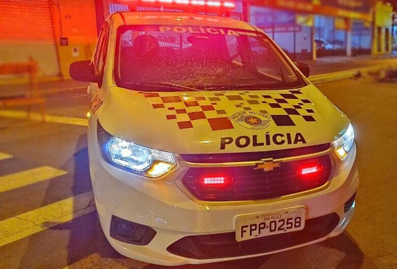 Empresária é rendida e tem o carro roubado na porta de casa no Jardim das Torres