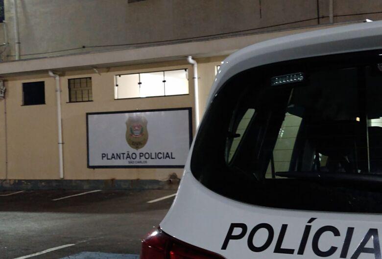Homem é preso após agredir companheira no São Carlos 5