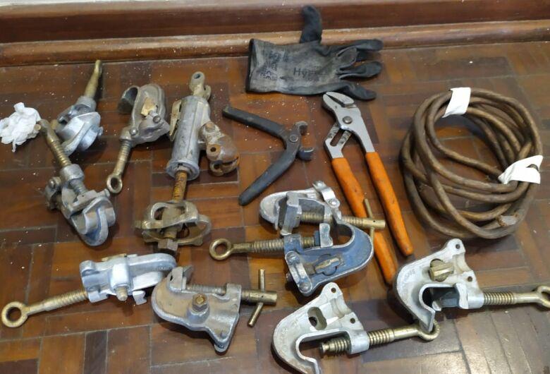 Suspeito é detido após furtar ferramentas e peças de alumínio de empresa às margens da WL