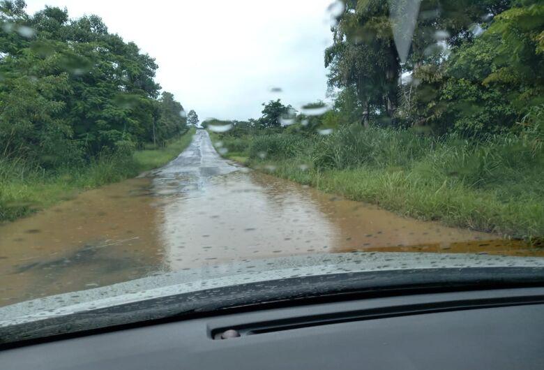 """Motoristas exigem recape em estrada municipal: """"está péssima"""""""