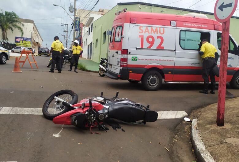 Após colisão, agente de trânsito sofre fratura exposta no tornozelo