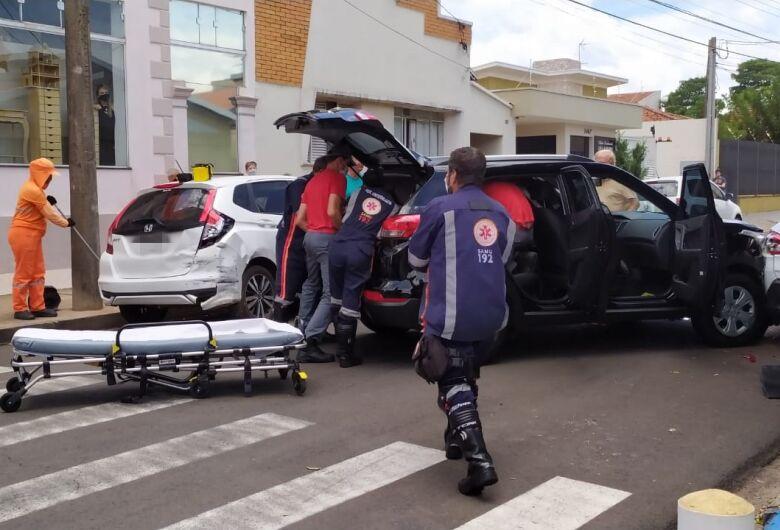 Mal súbito provoca acidente e envolve quatro carros no centro