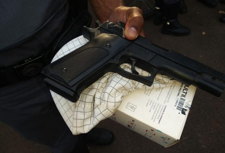 Adolescente é detido com simulacro após assaltar mulher no Itamaraty