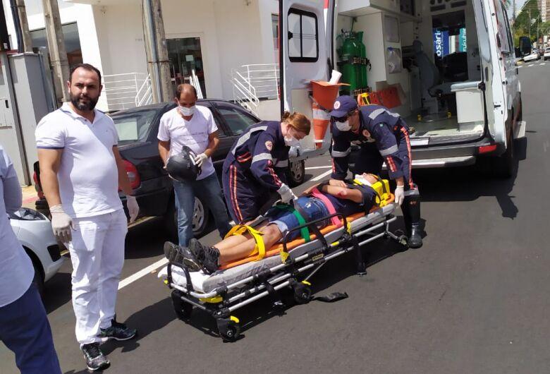 Ao evitar colisão, motociclista sofre queda e sofre ferimentos