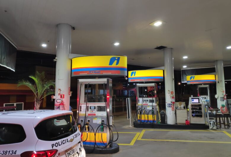 Força-tarefa interdita posto acusado de vender combustível de bandeira diferente em São Carlos