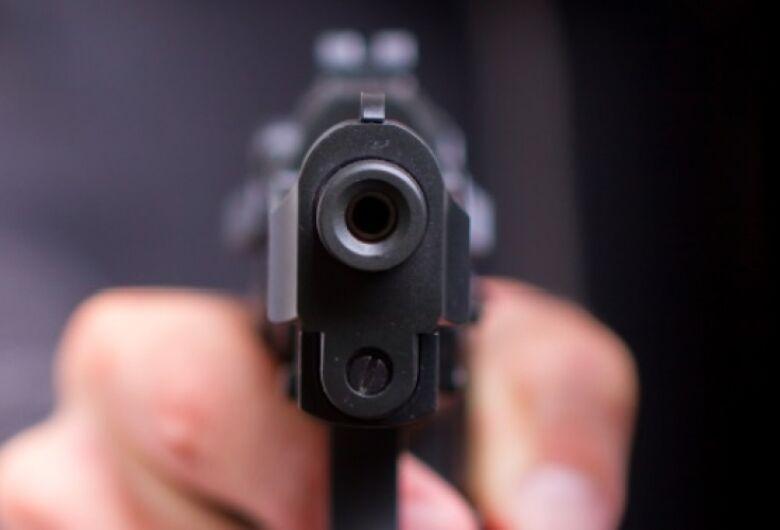 Entregador é rendido no Santa Felícia e bandidos roubam carga avaliada em R$ 27 mil