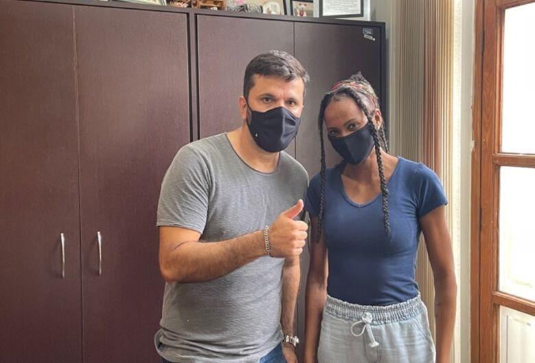Vereador Rodson recebe atleta são-carlense Jessica Roberti, que se prepara para as Olimpíadas de Tóquio