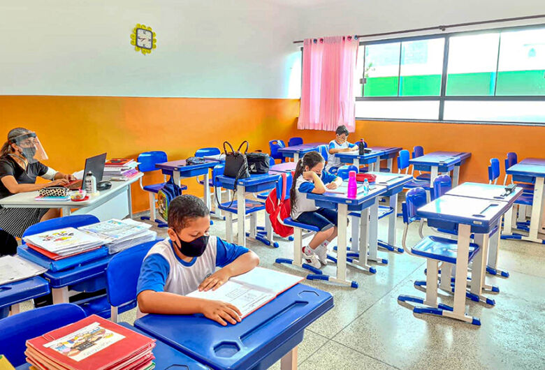 Escolas de SP vão poder receber mais alunos de forma presencial