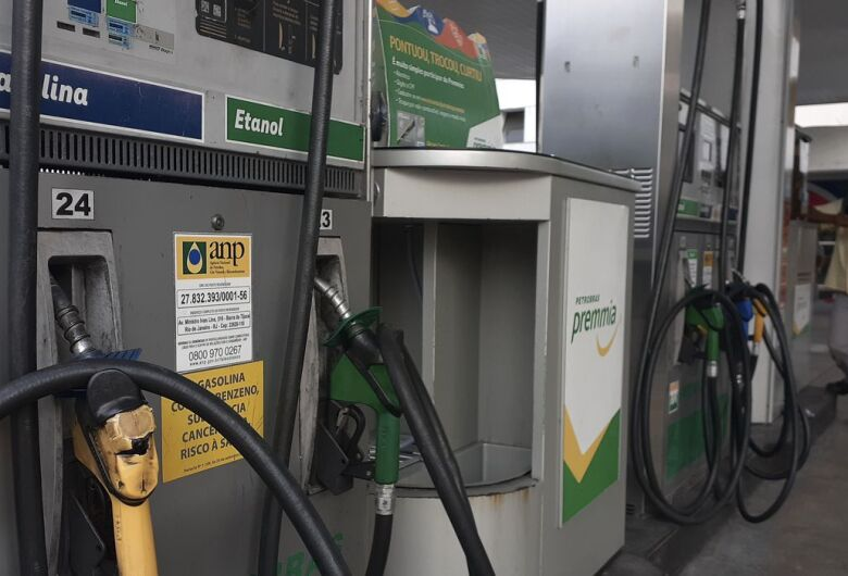 Decreto obriga postos a informarem composição do preço de combustíveis