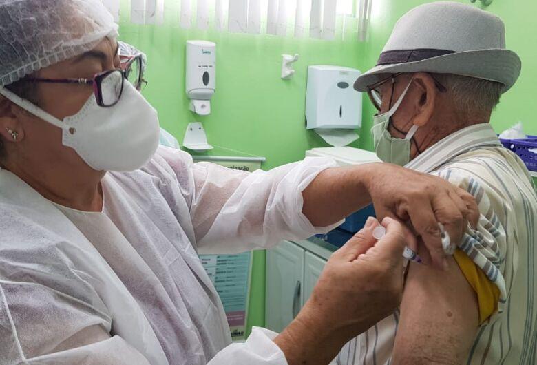 Governo de SP anuncia vacinação de idosos de 75 e 76 anos a partir do próximo dia 15