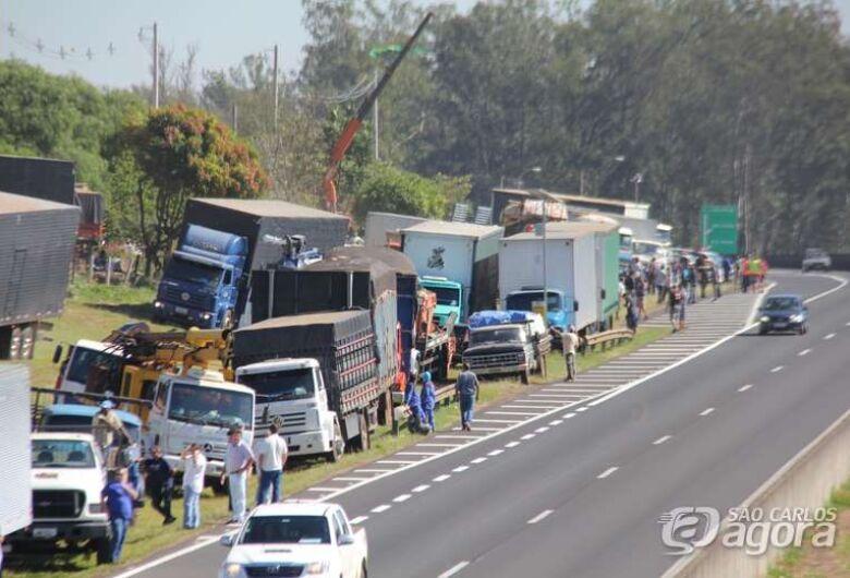 Caminhoneiros prometem iniciar greve nesta segunda-feira (1º)