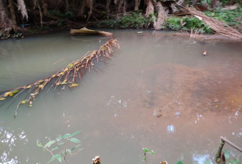 Manancial de captação de água de São Carlos recebe esgoto