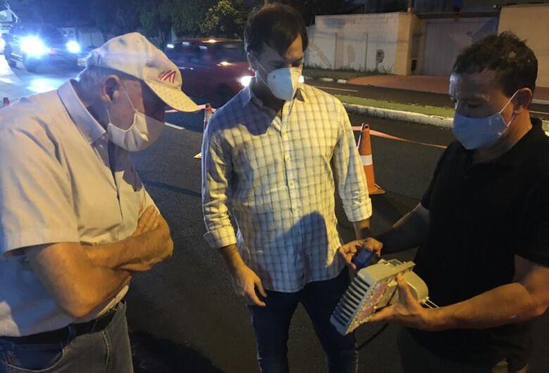 Airton Garcia acompanha trabalho de modernização da iluminação pública
