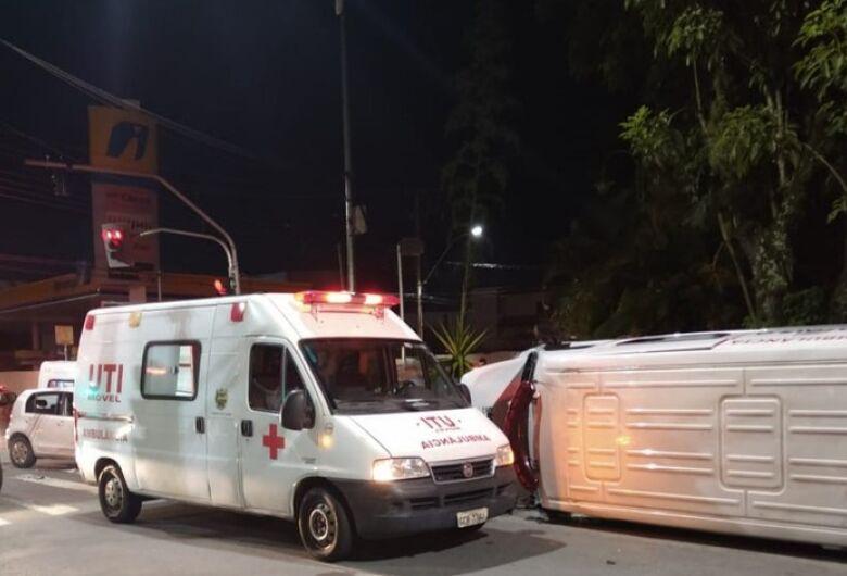 Paciente com Covid-19 morre após acidente com ambulância no interior de SP