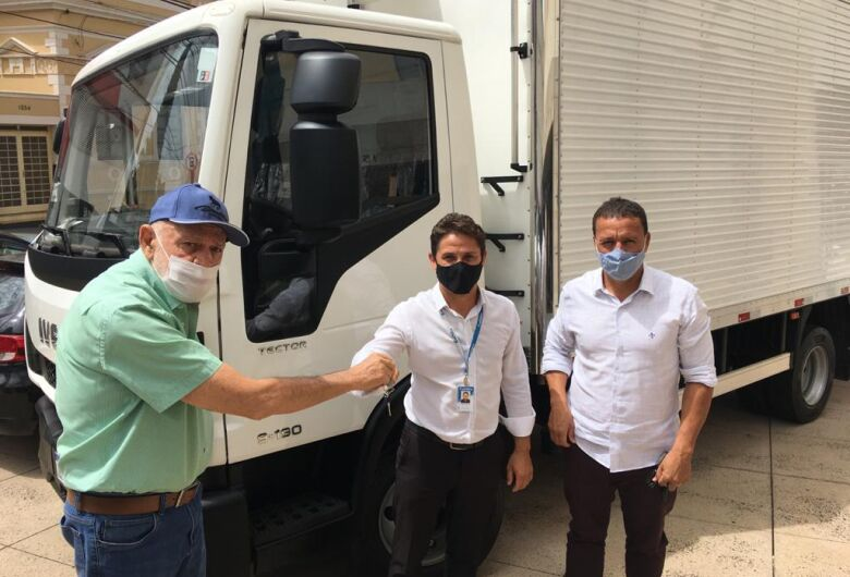 Secretaria de Agricultura e Abastecimento adquire caminhão baú refrigerado