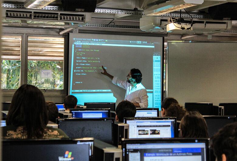 USP oferece quatro vagas de professor temporário na área de ciências de computação