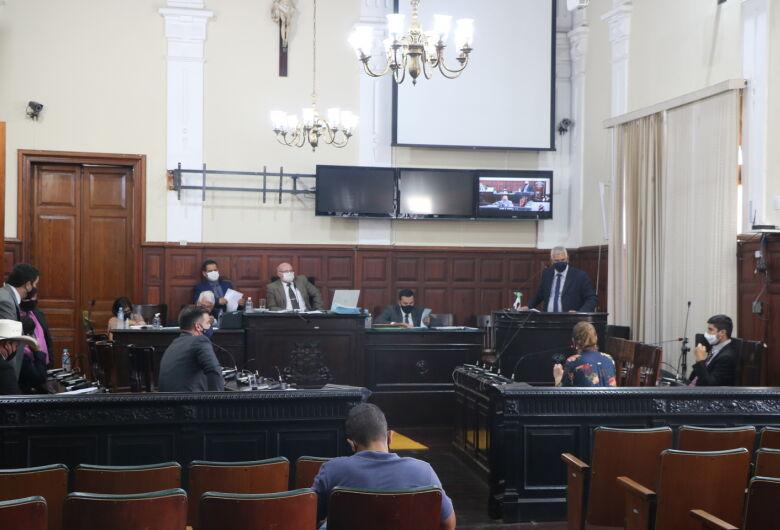 Legislativo autoriza Prefeitura a efetuar comprar vacinas contra Covid-19
