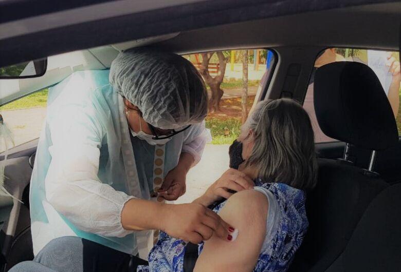 São Carlos antecipa para esta terça-feira a vacinação de idosos com 66 anos