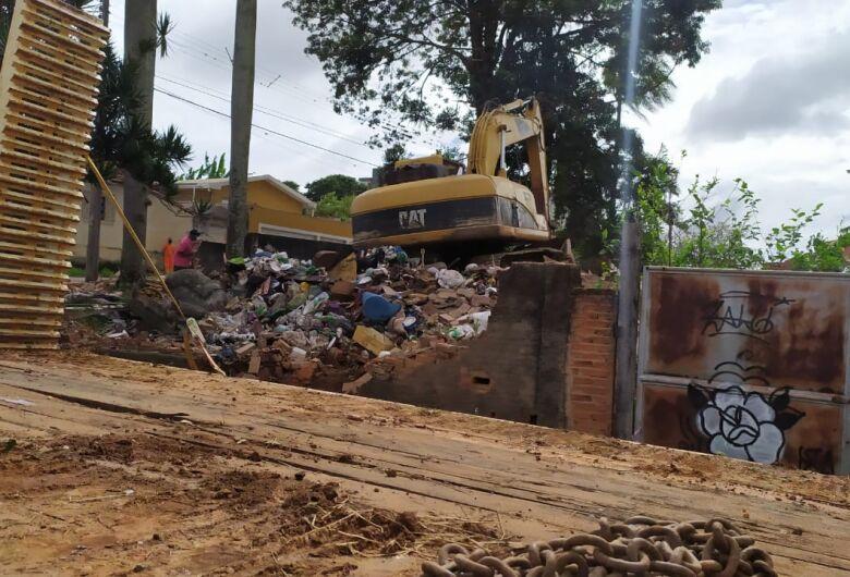 Casa frequentada por moradores de rua é demolida em São Carlos