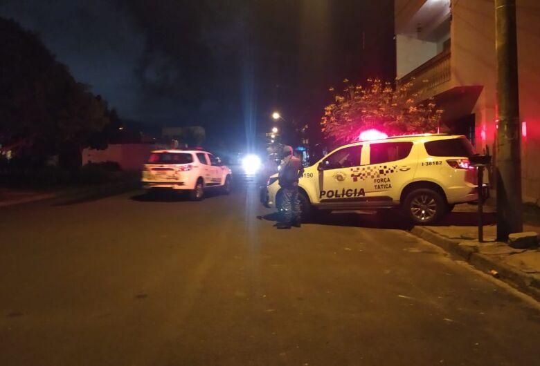 Homem é baleado em briga de bar e pede socorro em residência no São Carlos 8