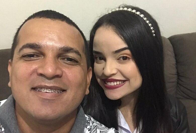 """""""Ele era uma parte de mim. Era apegada a ele""""; filha faz homenagem a Roni Silva, morto pela Covid-19"""
